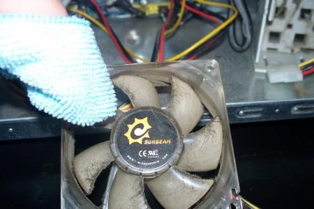 chiffon-nettoyer-poussiere-ventilateur-boitier.jpg