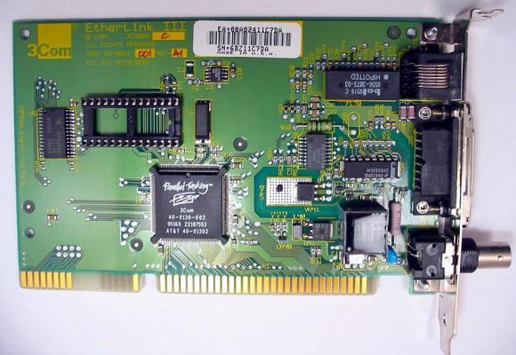 pour-garantir-la-compatibilite-entre-l-ordinateur-et-le-reseau-la-carte-doit-etre-adaptee-a-l-architecture-du-bus-de-donnees-de-l-ordinateu.jpg