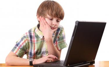 un enfant contrarier par se qu'il vois sur internet