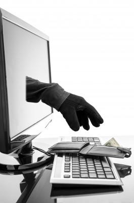 un-espion-tend-sa-main-a-travers-l-ecran-cybercrime.png